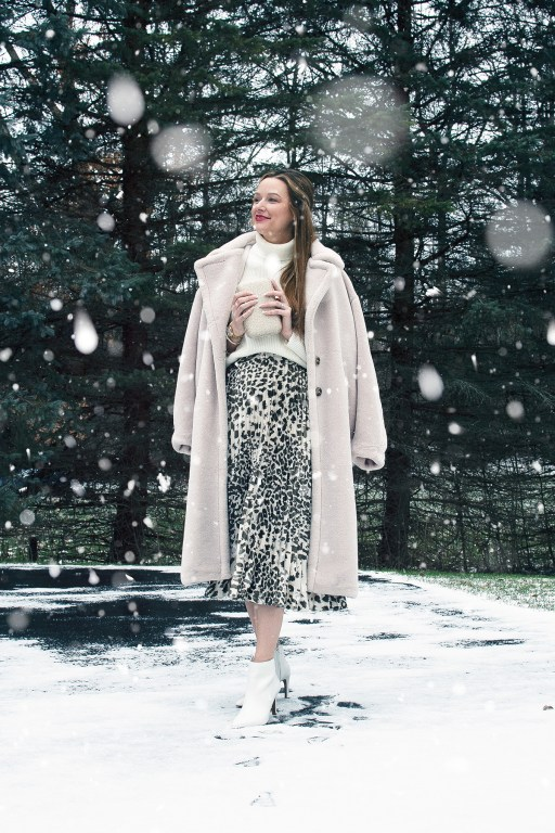 The holidays are upon us! I'm celebrating with a festive Christmas OOTD, featuring my favorite design: leopard print, paired with cozy knits and coats!