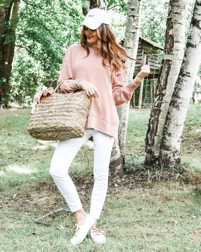 Grab some Labor Day outfit inspo today on the blog! I'm sharing this cute but casual look that is oh so perfect for the holiday weekend!