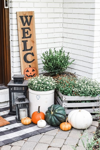 Today I'm sharing with y'all my 2020 fall home tour! Come along with me on a walkthrough of all my modern farmhouse decor for this season!