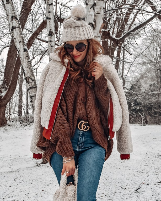 This brown cardigan is the perfect look for a cozy winter outfit!