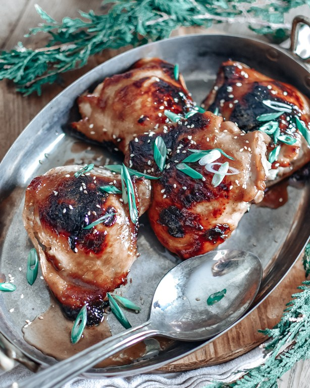These honey sesame glazed chicken thighs are the perfect easy week night dinner, and come together in about an hour!