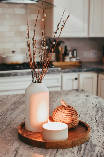 I'm sharing my favorite fall candles for 2021 on the blog today! Get ready for all the pumpkin-scented fall feels :)