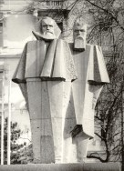 György Segesdi | Marx — Engels (1971). Boedapest | Budapest | Будапешт, 1973. Granit from Mauthausen, 1971. Original location: V. Jászai Mari tér.