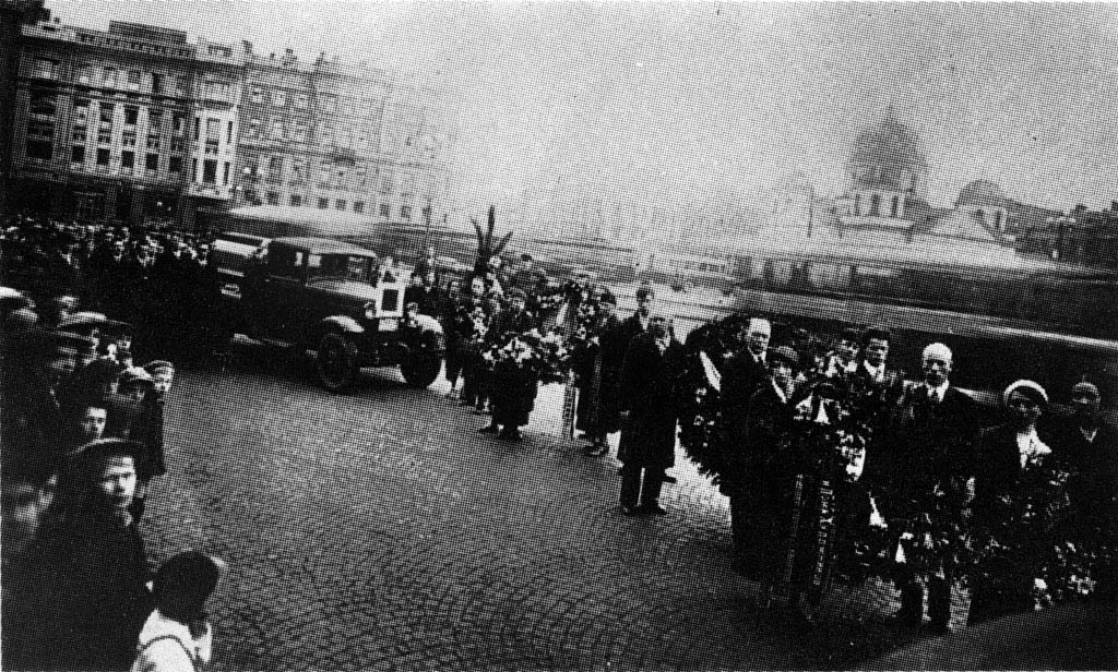 Malevich's funeral car, with the black square (1935)