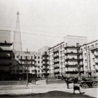 Commune house by Wolfensohn with radio tower by Šuchov, Moscow, c. 1931, photo: Ernst May
