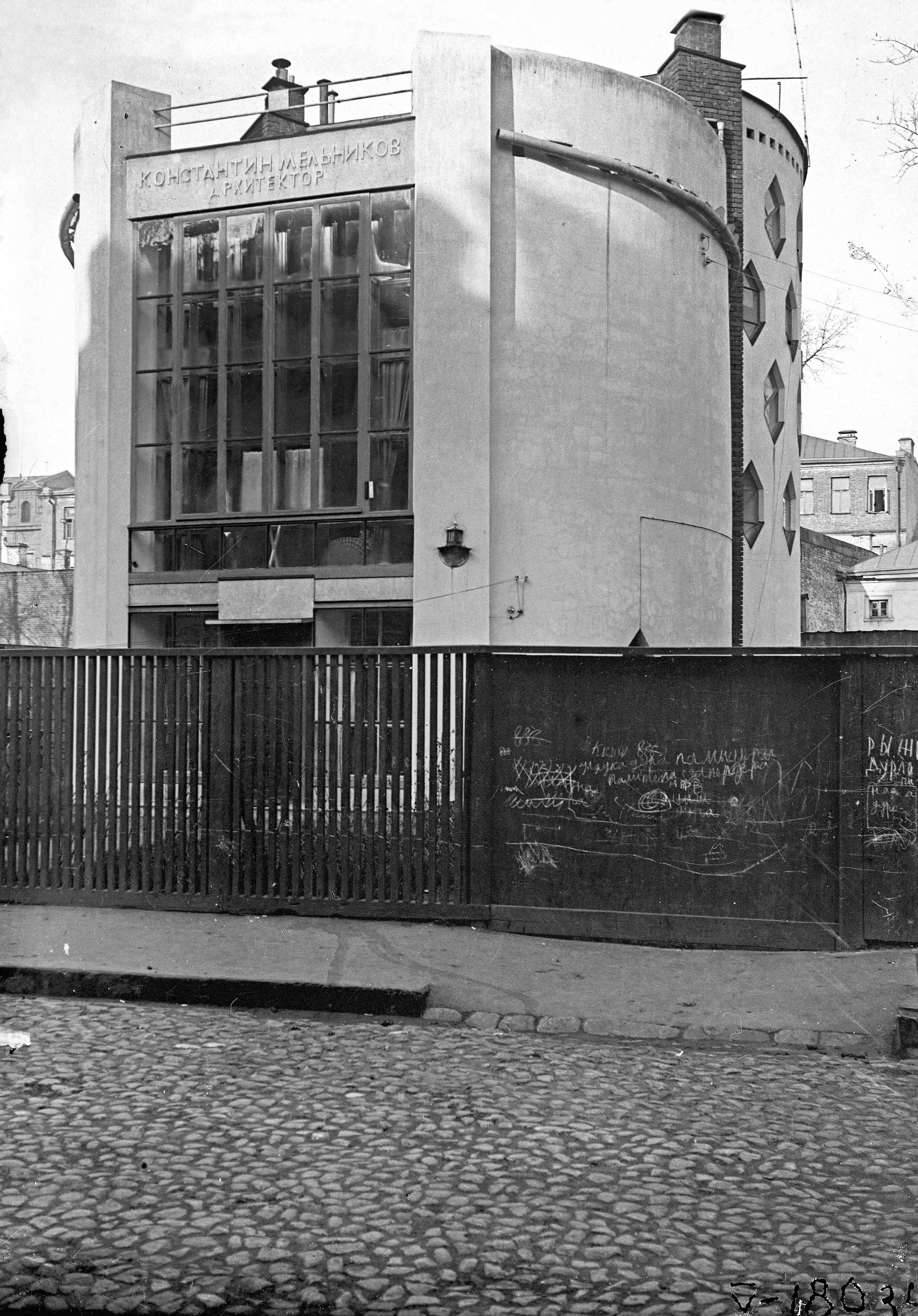Mel'nikov house photographed by M.A. Ilyin in 1931