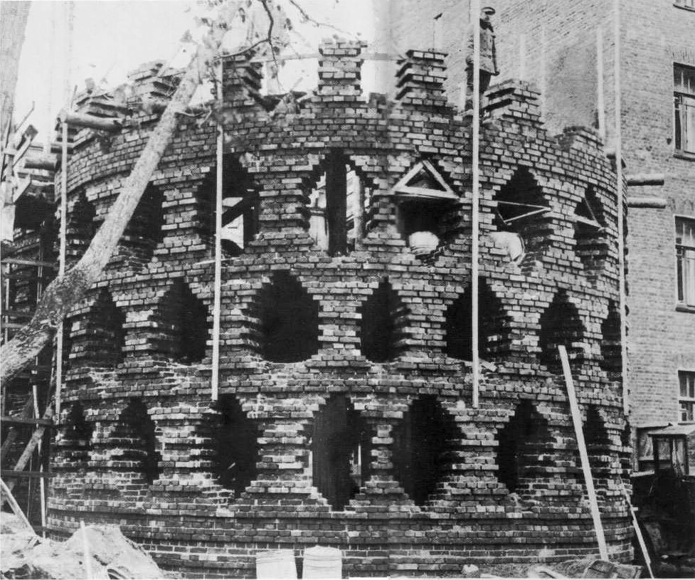 Rear cylinder of the Mel'nikov house under construction (1928)