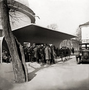 Portal of the Planetarium, Moscow, c. 1931, photo: Ernst May