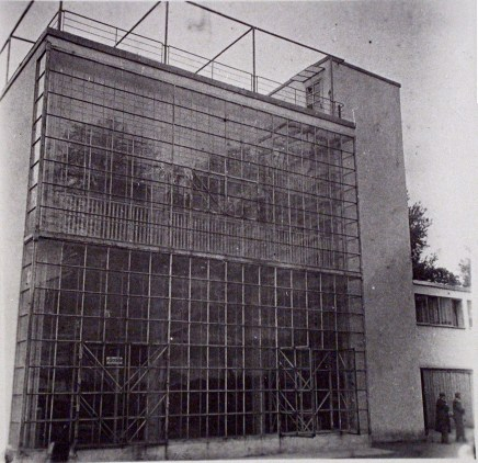 Новинский бульвар,25.Дом Наркомфина Мы думаем, что снимок сделан в 1932 году (направление съемки − southwest)