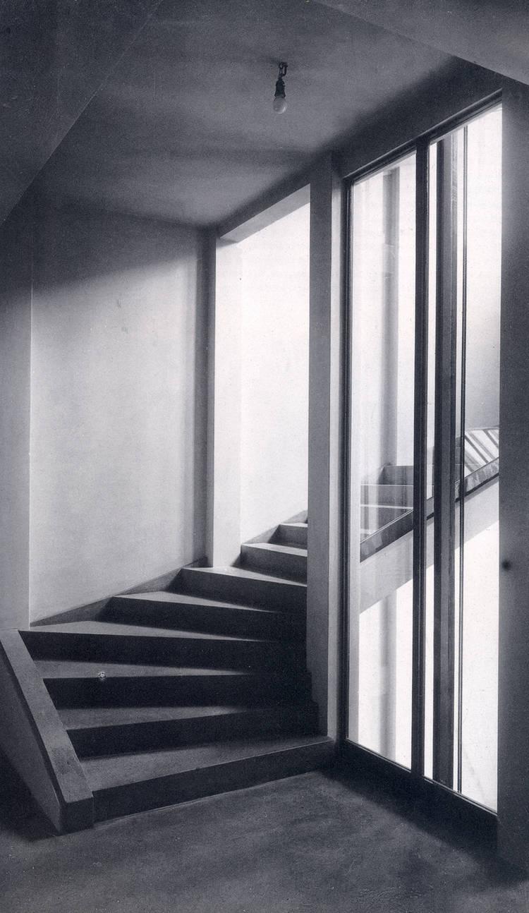 HAUS WITTGENSTEIN. Caja de escalera y ascensor en el primer piso, tras completarse en 1928 (The Wittgenstein House, Bernhard Leitner, Princeton Architectural Press).