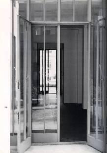 HAUS WITTGENSTEIN. Vista desde la galería sudoeste, a través del hall y del salón principal hacia la galería noreste (The Wittgenstein House, Bernhard Leitner, Princeton Architectural Press).