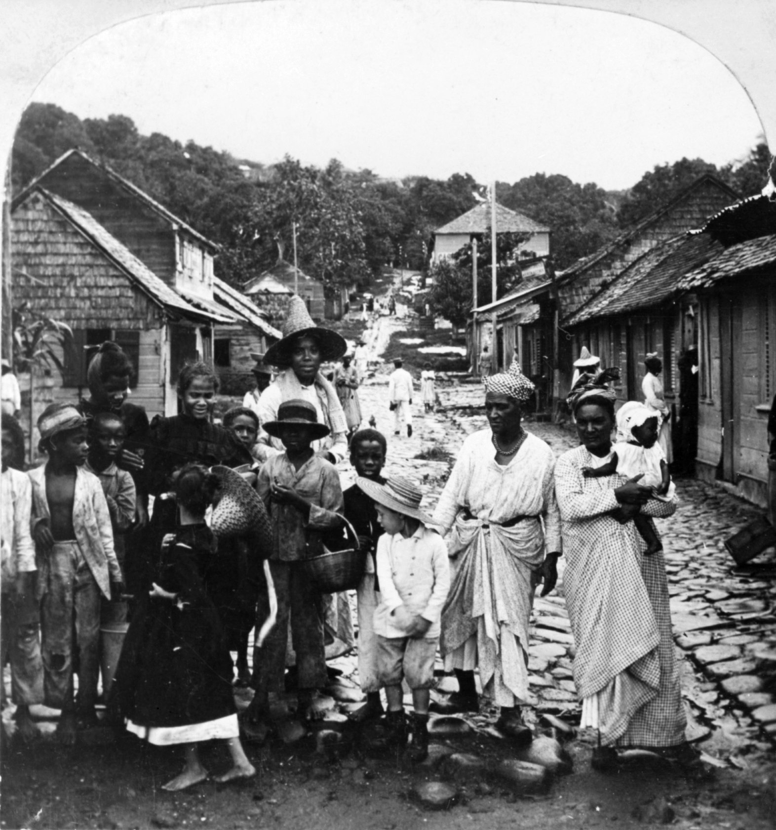 Rosa Luxemburg with refugees from Martinique and the ruins of the town of St. Pierre (May 1902)