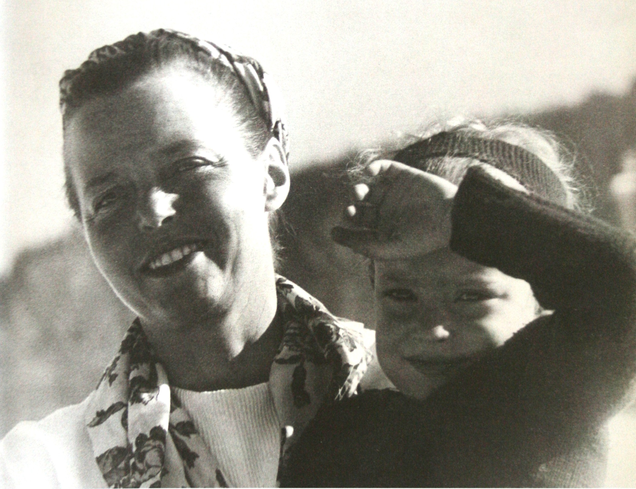 Charlotte Perriand and Pernette, her daughter, 1947