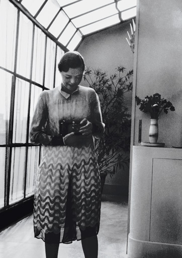 Charlotte Perriand in her studio in 1927.