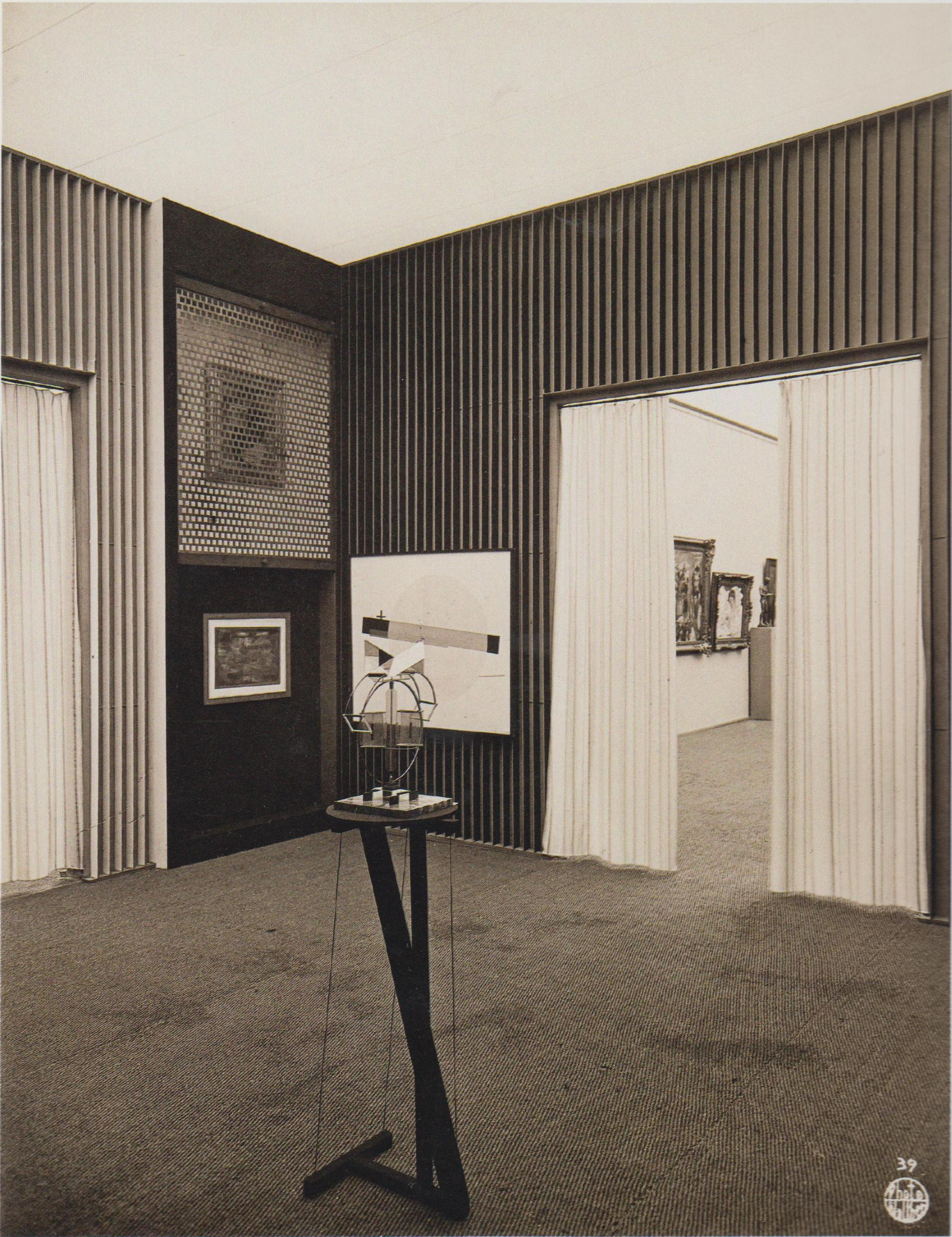 Интерьер зала конструктивного искусства на Международной художественной выставке в Дрездене. 1926