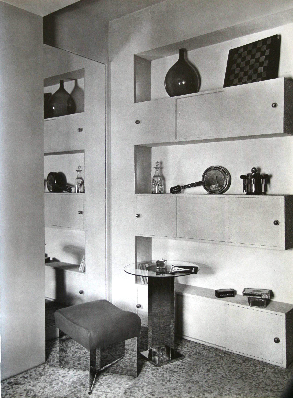 Entrée de l'appartement-atelier, Argentier-bibliothèque, guéridon et tabouret, 1927