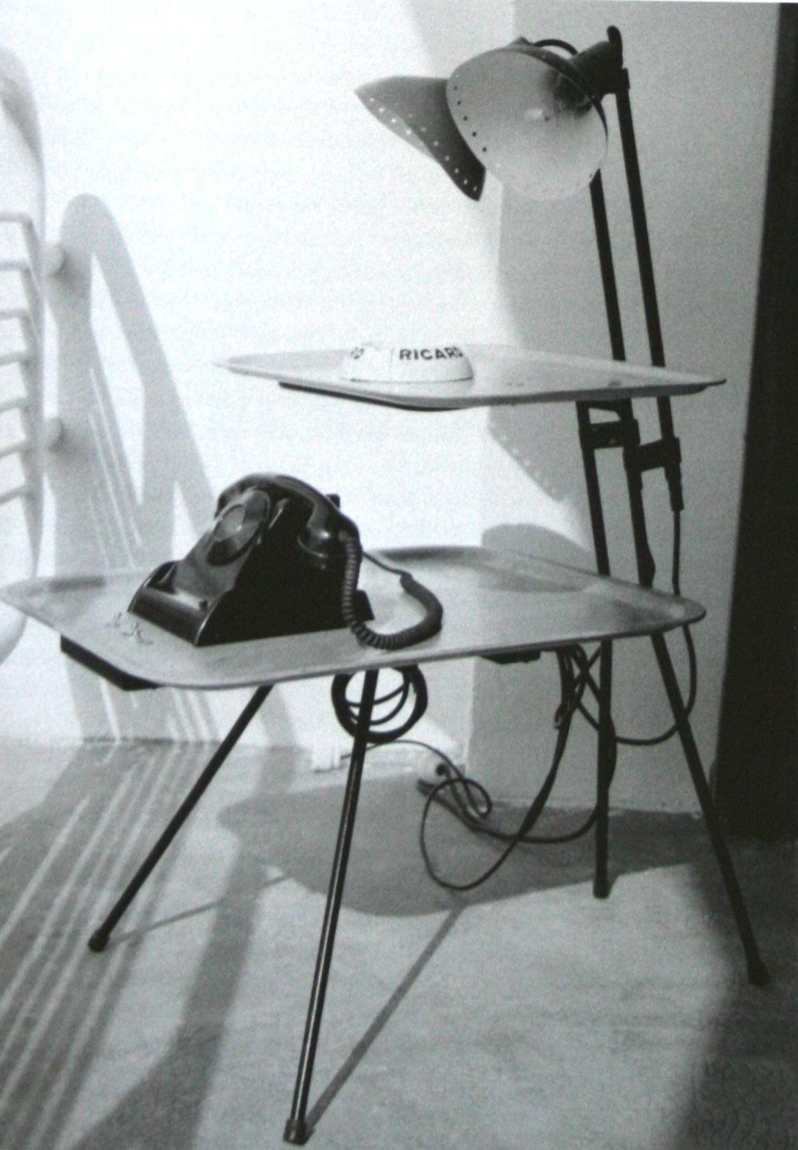 Table d'appoint en bois massif, plateau carré, pieds en tôle pilée, 1952