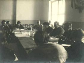 Зиновьев на совещании нефтяного совета в Баку