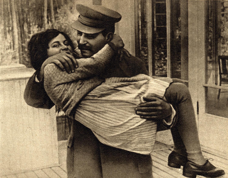 File-Joseph Stalin with daughter Svetlana, 1935