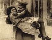 File-Joseph Stalin with daughter Svetlana, 1935