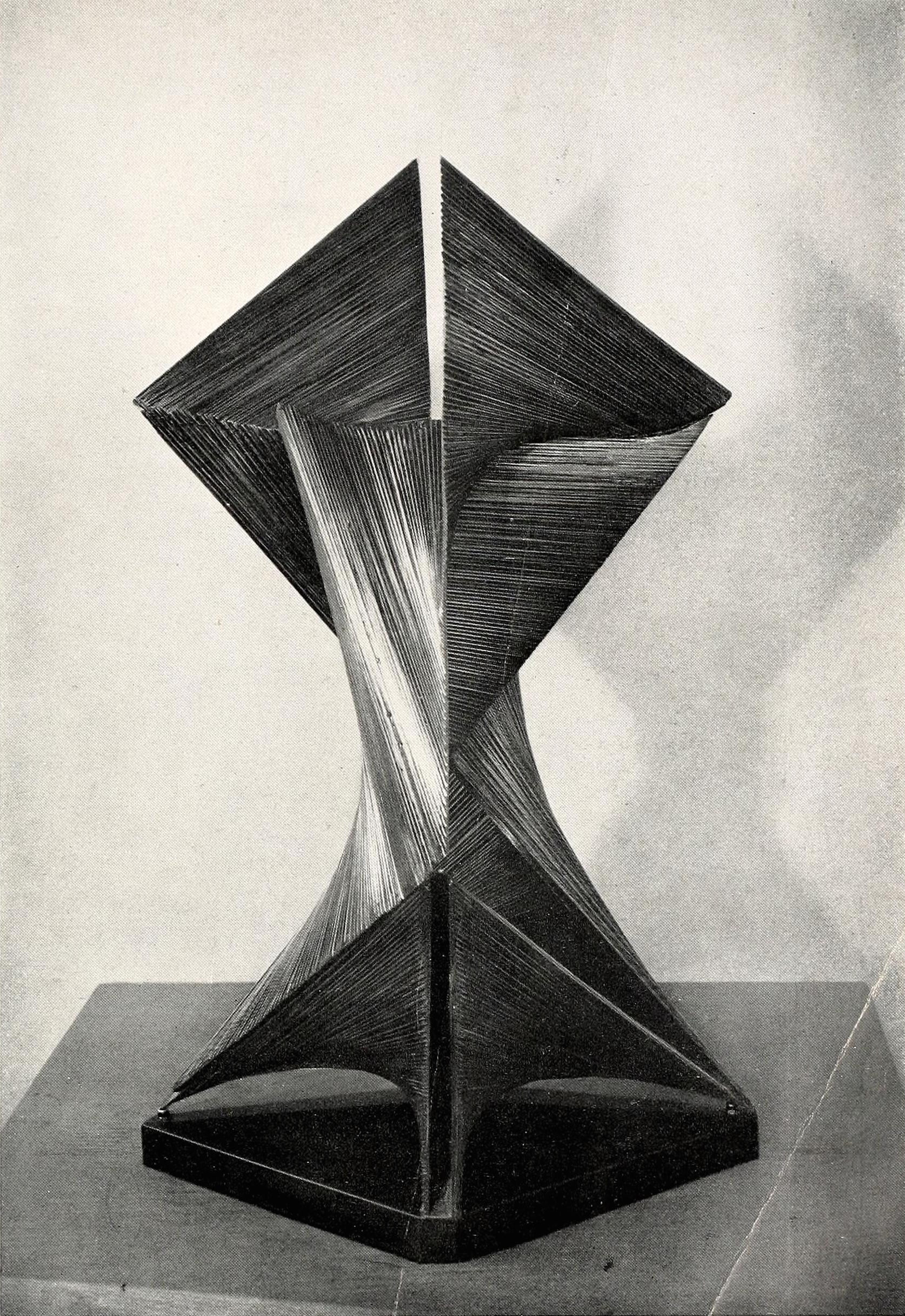 "Antoine Pevsner, developable surface (1938), Oxidized bronze on slate base, 25,5"" high"