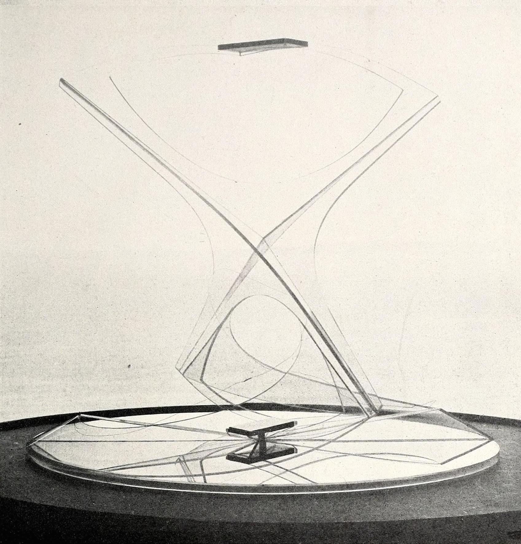 Naum Gabo, Torsion (1928-1936), Plastic 13,75 inches high