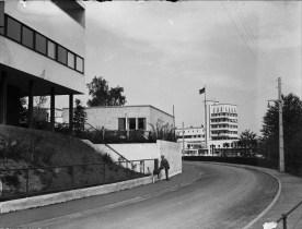 Weißenhofsiedlung- Rathenaustraße mit Restaurant, Willi Praghar