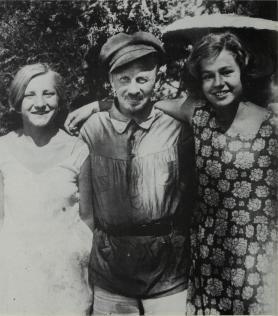 Bukharin on vacation in Crimea, 1930