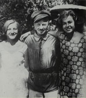 Bukharin on vacation in Crimea, 1930