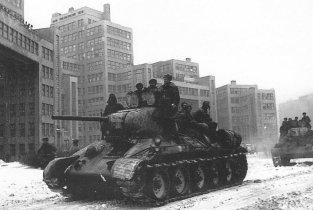 T-34 tanks near the Derzhprom building during brief Soviet re-occupation of Kharkiv (Feb. 1943)