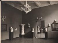Hans Poelzig (1869-1936) Ausstellung von Porzellanen Volkstedter Modelleure nach Entwürfen von Poelzig und Moeschke in der Kunsthalle, Mannheim (1921)