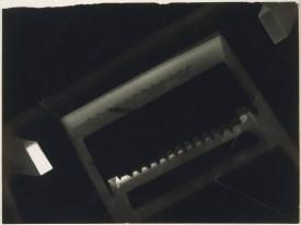 Laszlo Moholy-Nagy (1895 - 1946) Sans titre 1925 - 1928 photogramme, épreuve gélatino-argentique 17,9 x 23,8 cm