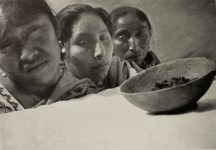 """Mexican women mourning over the coffin of a dead boy, during the """"Maguey"""" episode"""