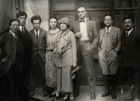 A group portrait of intellectuals in Moscow — Tamiji Naito, Boris Pasternak, Sergei Eisenstein, Olga Tretyakova, Lili Brik, Vladimir Mayakovsky