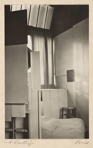 André Kertész (American (born Hungary), Budapest 1894–1985 New York) Date- 1926 Medium- Gelatin silver print Dimensions- Image- 10.8 x 6.7 cm (4 1_4 x 2 5_8 in.)