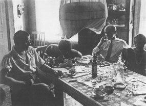 В квартира в Гендриковом переулке- В. Маяковский, В. Степанова, О. Бескин, Л. Брик. 1927 год