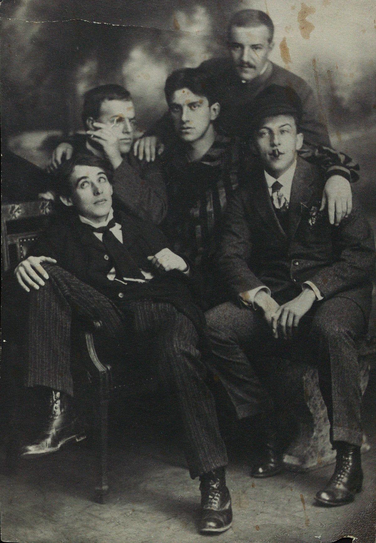 Маяковский с А.Е. Крученых, Д.Д. Бурлюком, Б.К. Лившицем и Н.Д. Бурлюком. Москва. 1913