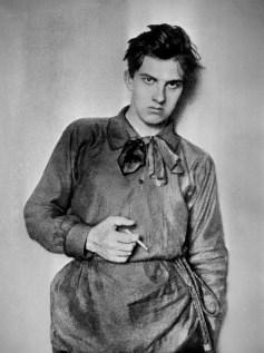 ITAR-TASS: MOSCOW. Poet Vladimir Mayakovsky while studying at the Moscow Art School . (Photo ITAR-TASS) Ìîñêâà. Ïîýò Âëàäèìèð Ìàÿêîâñêèé - ñòóäåíò Ìîñêîâñêîãî ó÷èëèùà æèâîïèñè. Ðåïðîäóêöèÿ Ôîòîõðîíèêè ÒÀÑÑ.