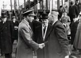 Hendrik de Man (midden) als minister van Openbare Werken en Opslorping van Werkloosheid bij Koning Leopold III tijdens een bezoek aan Cockerill in 1936