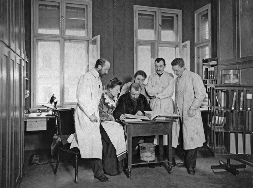 The Vogt group ca. 1906. From left to right- Korbinian Brodmann, Cécile Vogt, Oskar Vogt, Louise Bosse, Max Lewandowski, Max Borcher