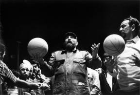 fidel-castro-playing-basketball-14700978_10111950646560384_2467208275236570838_o