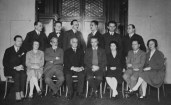 members-of-the-psychoanalytic-polyclinic-in-vienna-1922-fourth-from-right-first-row-the-director-of-the-clinic-e-hitschmann-next-w-reich-last-on-the-right-annie-reich