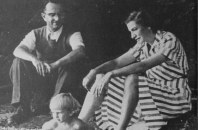 walter-hoppt-and-gladys-meyer-with-her-daughter-erica-on-lake-shore-august-1948