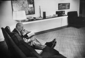 frank-scherschel-mies-van-der-rohe-at-home-new-york-1956