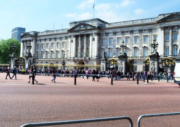 The crowds line up to see the changing of the guards at Buckingham Palace.