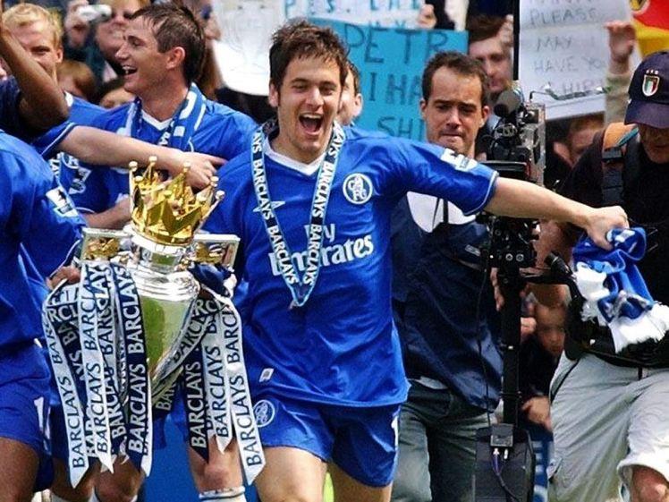 Joe Cole celebrates Chelsea FC's first Premier League title.