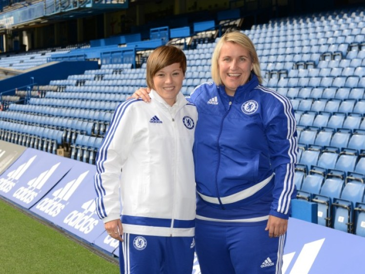 Fran Kirby signs for Chelsea