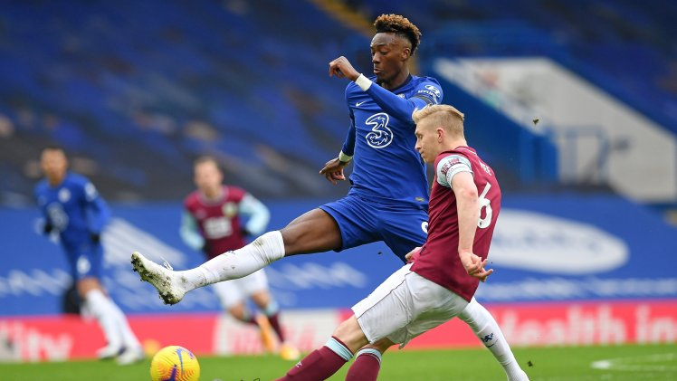 Tammy Abraham tussles with Ben Mee.