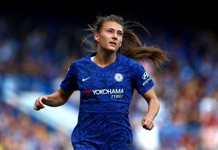 Hannah Blundell in action for Chelsea at Stamford Bridge.