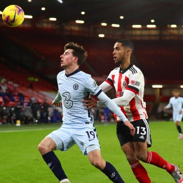 Mason Mount playing in the Chelsea midfield against Sheffield United